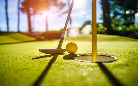 mini golf is a perfect summer activity for copd