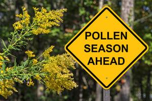 sign stating pollen season ahead